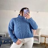 Con questo maglione il mal di gola sarà solo un ricordo 😜💙  🔍Pullover dolcevita -carta da zucchero 20€